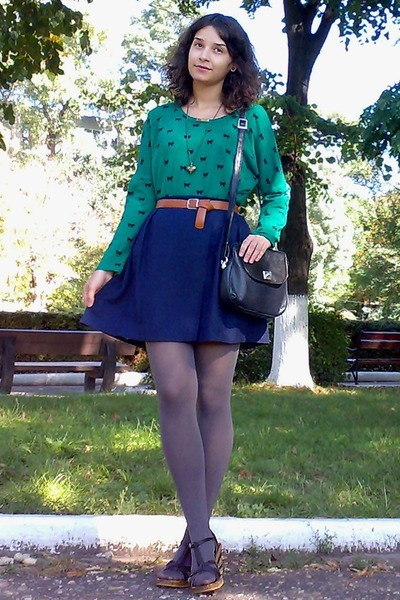 navy pleated thrifted skirt - dark green bows print sweater