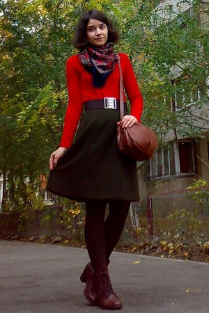 brown leather boots - red sweater - dark brown floral vintage scarf