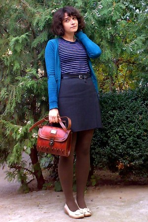 teal cardigan - brown tights - brick red vintage Marc Chantal purse
