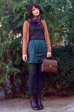 brown satchel Zara purse - black leather boots - dark brown floral vintage scarf