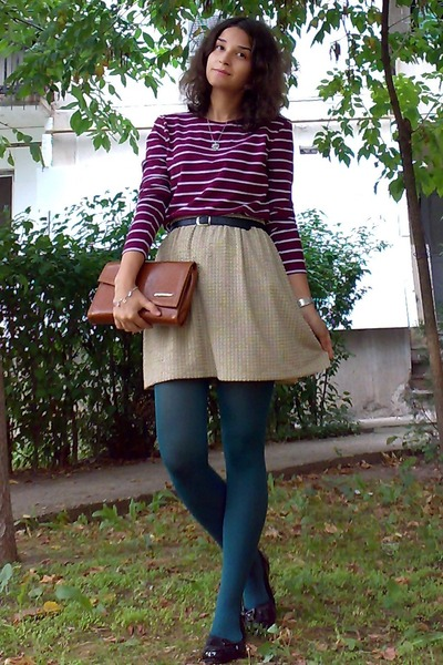 silver kitty necklace - teal tights - bronze thrifted purse