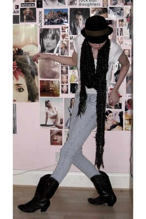 BBC hat - warehouse scarf - Topshop jeans - Primark t-shirt - new look boots