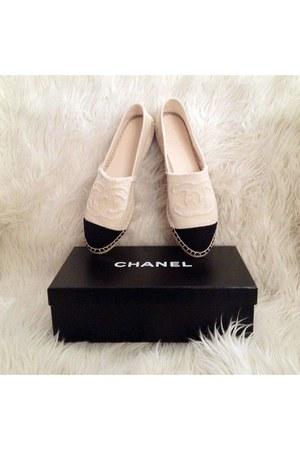 black Chanel flats