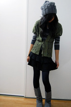 gray sweater - gray Forever 21 hat - gray boots - green top - blue tights - blac