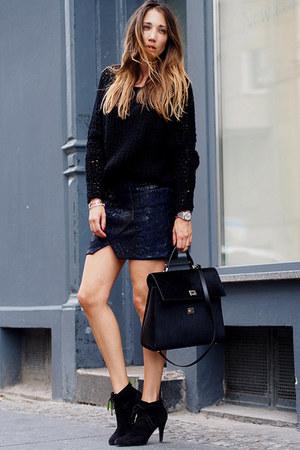 black suede Minelli boots - black wool OUI sweater - black leather Hugo Boss bag