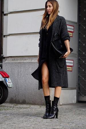 black Hugo Boss boots - black Helmut Lang dress - black Hugo Boss bag
