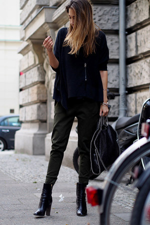 black Hugo Boss boots - black Stella McCartney bag - army green Drykorn pants