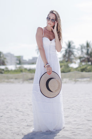 white lace Iorane dress - tan Seeberger hat
