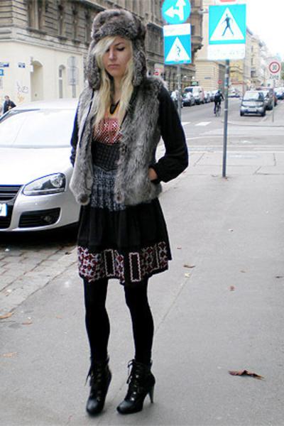 H&M hat - Ebay vest - Zara dress - vintage belt - UrbanOG shoes