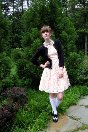 white vintage accessories - black Forever 21 shoes - pink vintage dress