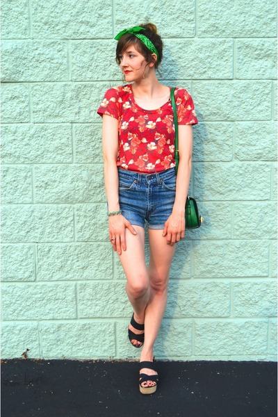 red floral t-shirt Urban Outfitters shirt - green Forever 21 purse