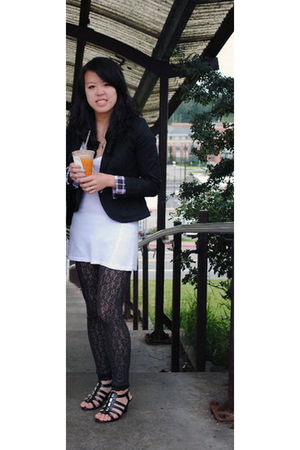black blazer - white shirt - gray leggings - black shoes