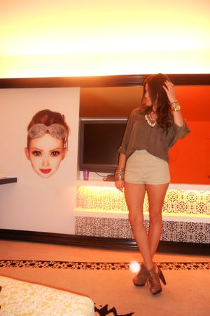 green Forever 21 shirt - beige American Apparel shorts - brown Aldo clogs - beig