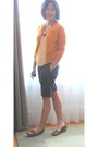 Black-shorts-burnt-orange-cardigan-mustard-top-hot-pink-necklace-army-gr
