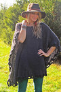 Frye-boots-rich-and-skinny-jeans-urban-outfitters-hat-el-quetzal-cape