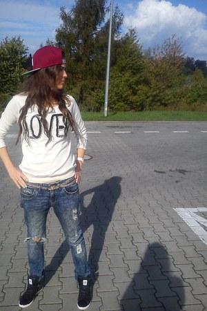 Bershka jeans - obey hat - Adidas sneakers