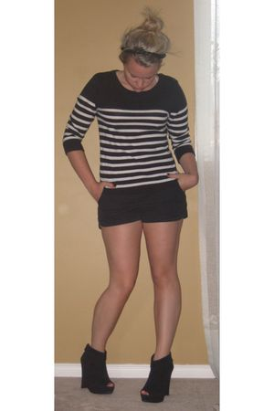 black f21 sweater - black winners shorts - black Aldo shoes