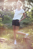 white with buttons Monki top - black faux leather GINA TRICOT shorts