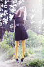 Black-monki-dress-mustard-lindex-tights-black-wide-lacquer-gina-tricot-belt-