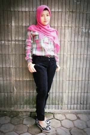 bubble gum blouse - bubble gum scarf - brown belt - black Zara pants