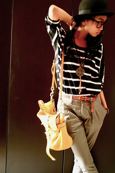 yellow Mulberry bag - black and white shirt - grey pants