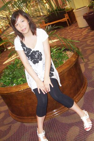 white shoes - black Forever 21 leggings - white Express top