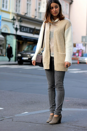 beige H&M Trend sweater - charcoal gray Mango jeans - crimson Bimba & Lola bag