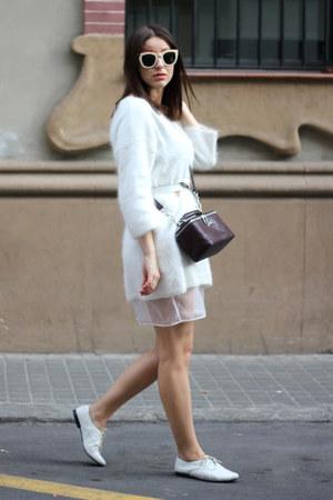 white vagabond shoes - white H&M sweater - crimson Bimba & Lola bag