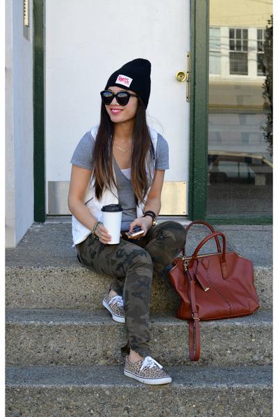camo Zara pants - beanie Curtis Kulig x UO hat - Zara vest