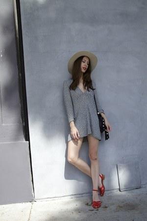 bridgitte Lykke Wullf dress - wide brim Clyde hat - 70s vintage sandals