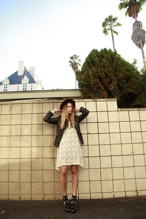 lace A is for Audrey dress - Comptoir des Cotonniers hat