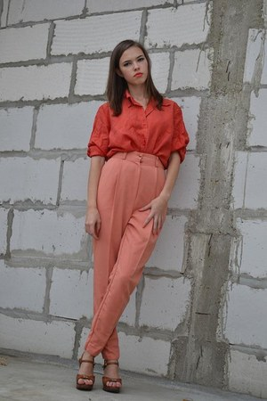 carrot orange silk Zara blouse - nude cotton Pimkie pants