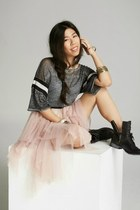 gray free people t-shirt - black Dolce Vita boots - light pink free people skirt