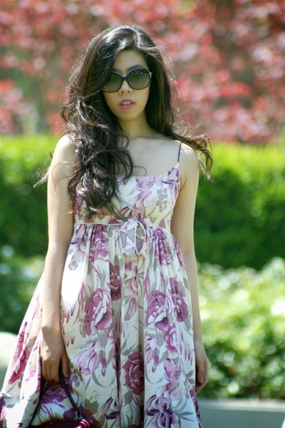 light pink tracy reese dress - magenta vintage bag - black Chanel sunglasses