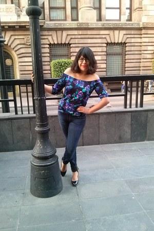 jeans - blouse - flats