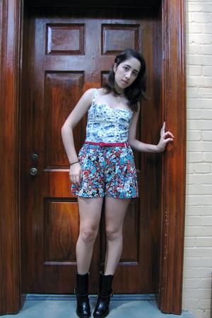 Topshop top - Topshop shorts - H&M belt - Chloe boots