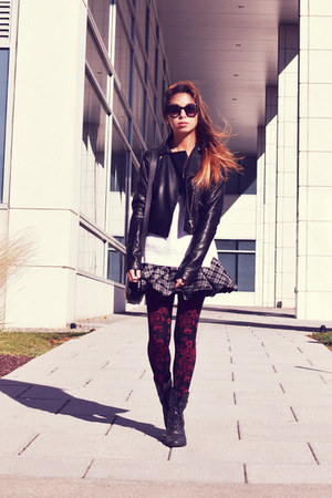 ruby red Nylon Journal tights - black Adidas jacket