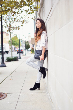CNdirect top - Skechers boots - Uniqlo leggings - black Marc by Marc Jacobs bag