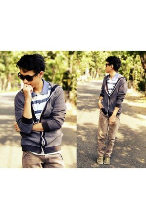 camel jeans - periwinkle shirt - heather gray cardigan