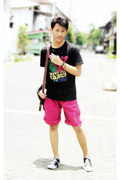 red shorts - black t-shirt - off white sneakers