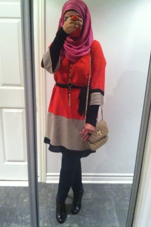 carrot orange colorblock dress - black booties Sofft boots - pink scarf