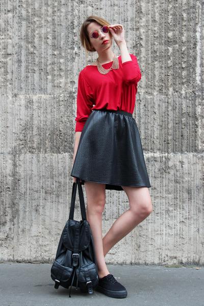 black skirt Zoe Phobic skirt - red tunic Zoe Phobic top