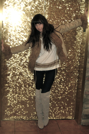 beige vintage jacket - beige vintage sweater - black J Brand jeans - beige Urban