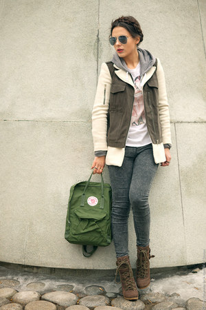 green knken Fjll Rven bag - army green Zara coat - heather gray Topshop jeans