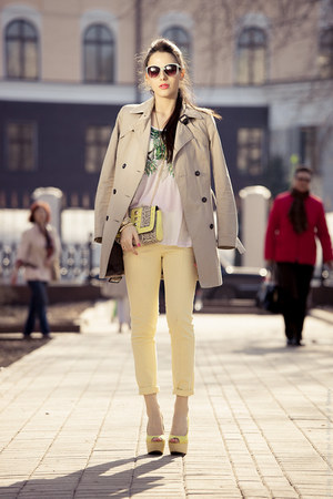 yellow Zara heels - beige trench Zara coat - light yellow H&amp;M bag