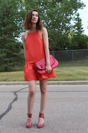 strange fire Finders Keepers dress - Nine West bag