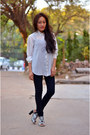White-shirt-navy-jeans-black-heels-tawny-wooden-rounded-earrings