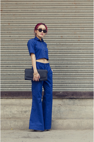 blue crop top blue aj store top - black clutch black aj store bag