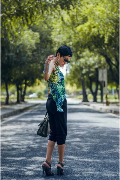 green tropical print Max Fashion top - black sweat  capris Max Fashion shorts