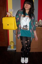 jacket - t-shirt - purse - tights - shoes